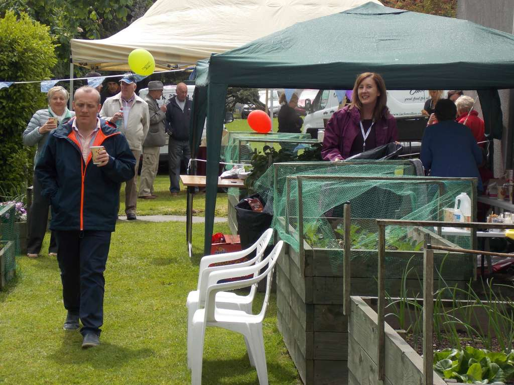 Allottments at Airmount on Neighbours Day 2017 (12)