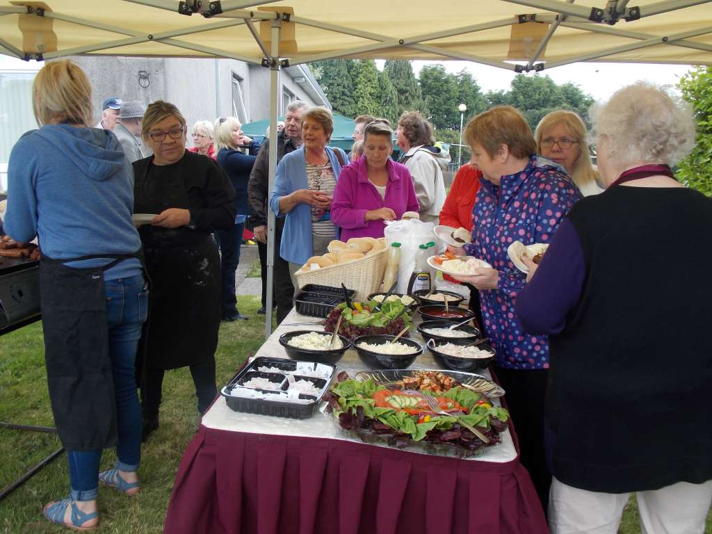 BBQ at Allottments at Airmount on Neighbours Day 2017 (2)