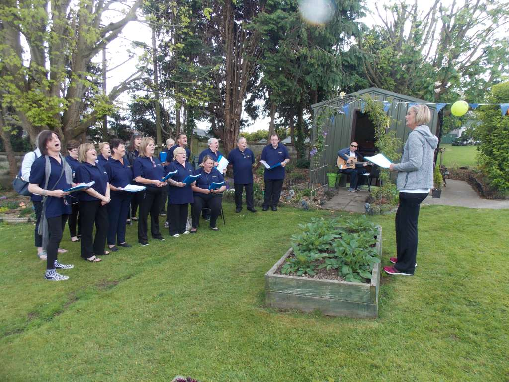 Choir sing at Allottments at Airmount on Neighbours Day 2017 (3)